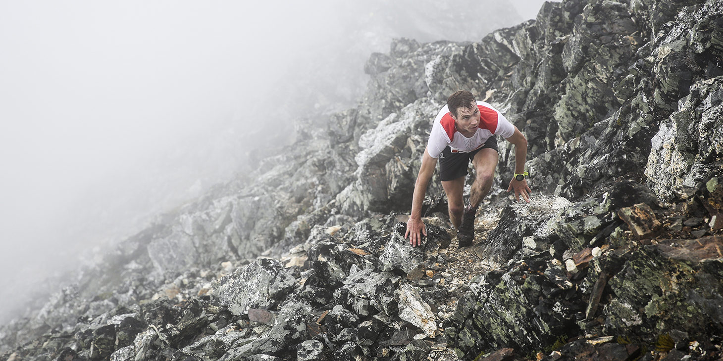 Tom Owens on the ridge, Hamperokken SkyRace. ©iancorless.com /SWS